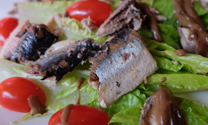 Sardine, Caramelized Onion and Romaine Salad