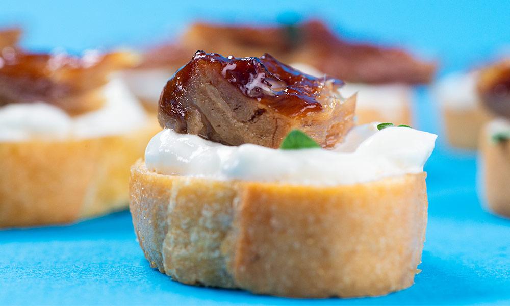Smoked-Mackerel-Horseradish-Sour-Cream-Crostini-1