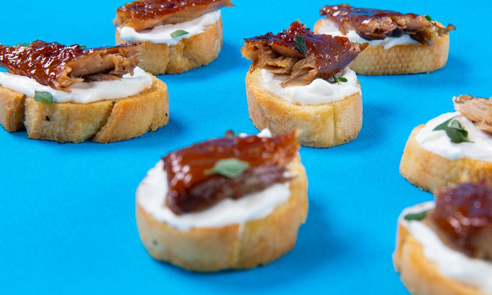 Smoked-Mackerel-Horseradish-Sour-Cream-Crostini-2