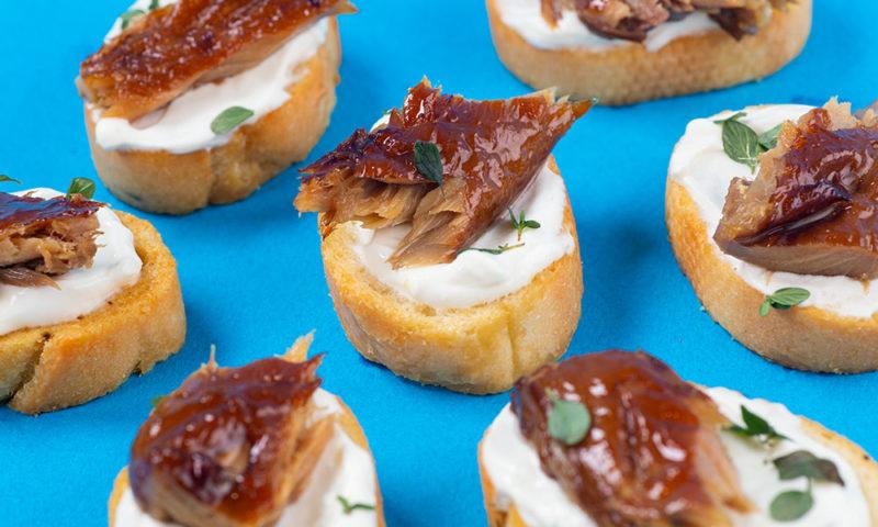 Smoked-Mackerel-Horseradish-Sour-Cream-Crostini-3