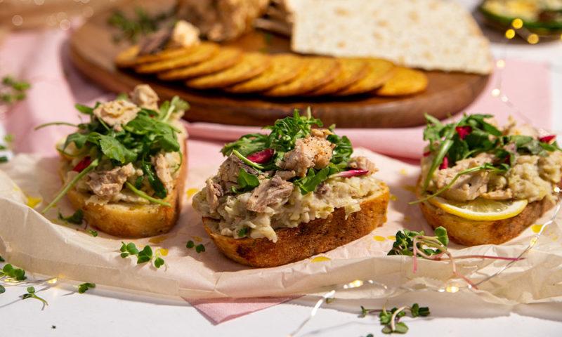 GoldSeal_White-Bean-Tartines-with-Salmon-1